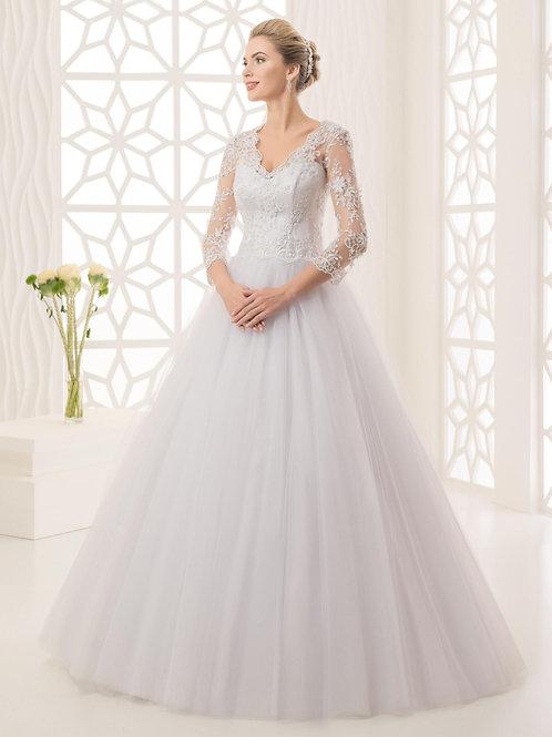M703 - Szolidan elegáns esküvői ruha hosszú lebegőcsipke ujjal (fehér színben!)