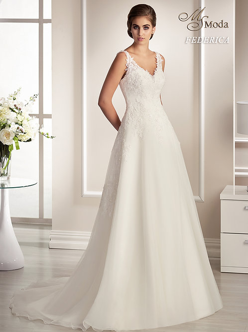 FEDERICA - Lágy esésű esküvői ruha lebegőcsipke díszítéssel (fehér színben!