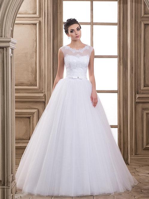 W918 - Tüllös menyasszonyi ruha lebegőcsipke felsőrésszel, masnis övvel