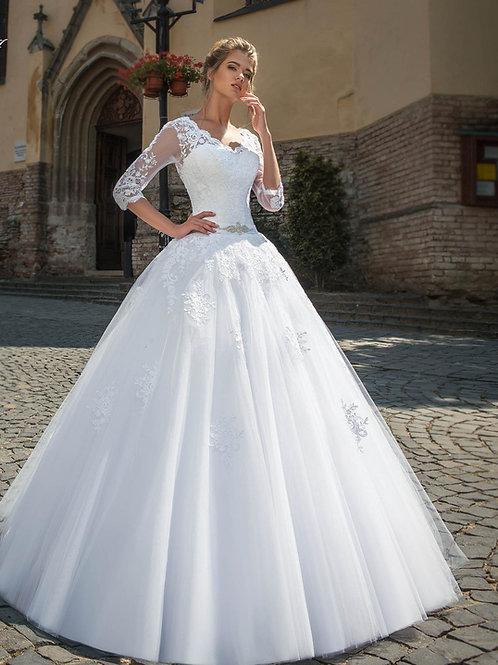 W801 - Csipkével gazdagon díszített esküvői ruha V alakú hát kivágással