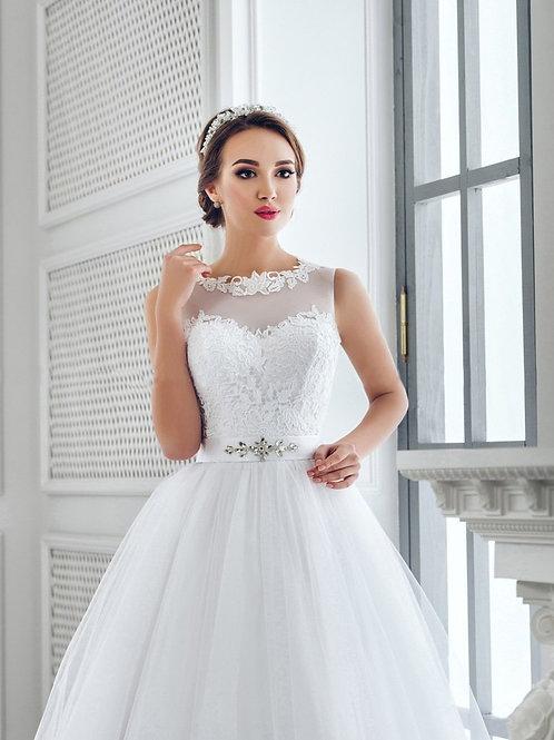 W704 - Hercegnős esküvői ruha tüllszoknyával, lebegőcsipke felsőrésszel