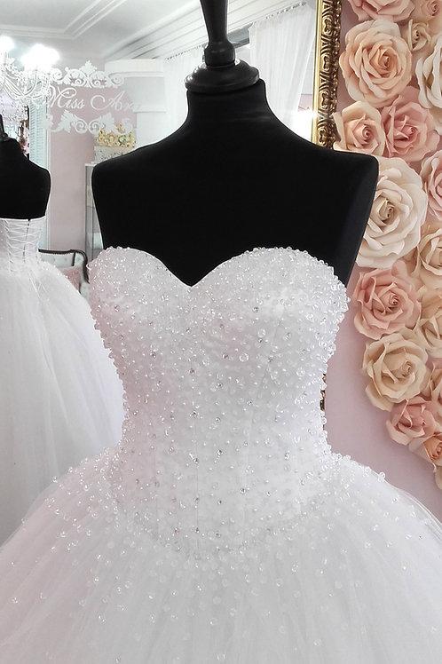 W905 - Exkluzív menyasszonyi ruha strasszal és gyöngyökkel gazdagon díszítve