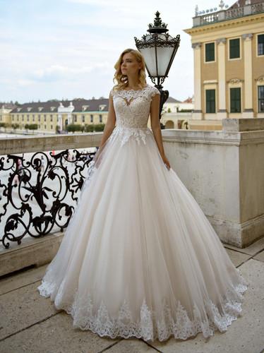 8df99a5ef3 W012 - Szív dekoltázsú, vintage menyasszonyi ruha csipke applikációkkal