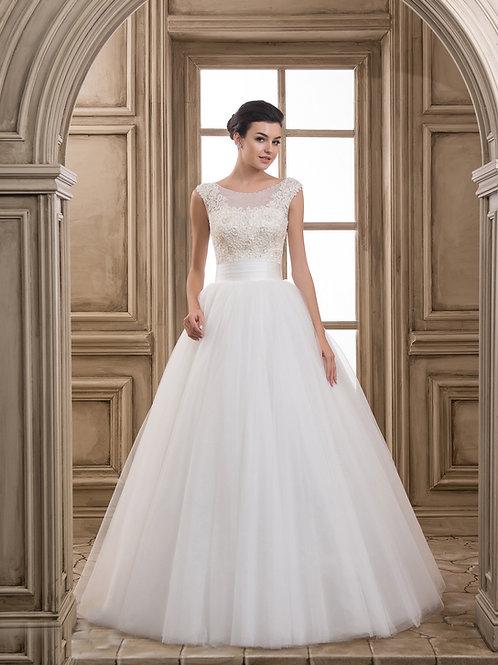 W917 - Csipkével és gyönggyel gazdagon díszített menyasszonyi ruha széles övvel