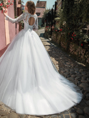 8a613aa15d W802 - Egyenes uszályos esküvői ruha csipke ujjal, kör alakú hát kivágással