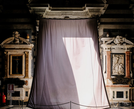 Curtain in the Duomo