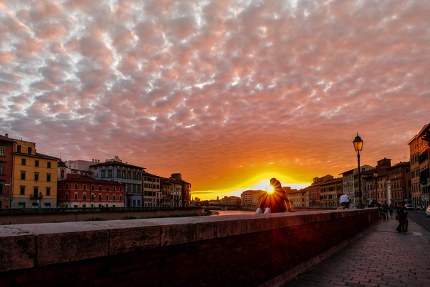 Lovers at sunset, Pisa