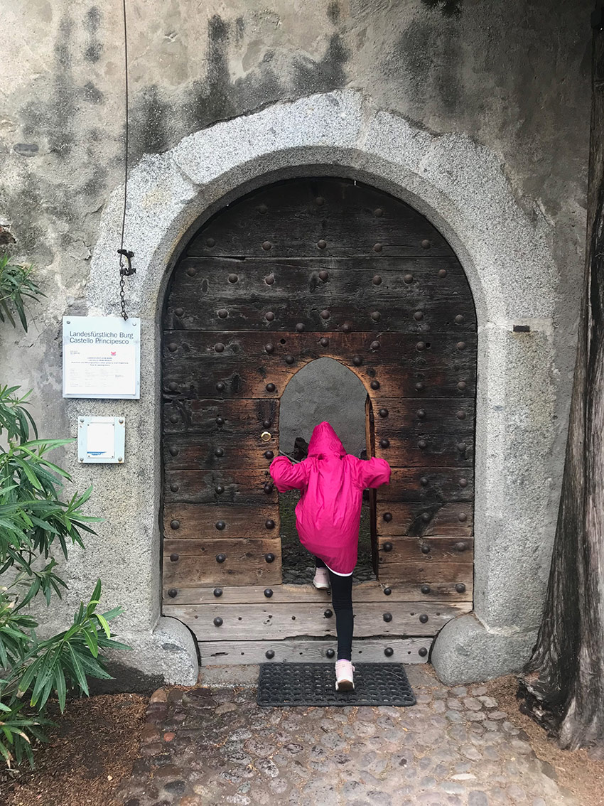 L'ingresso con la piccola porticina