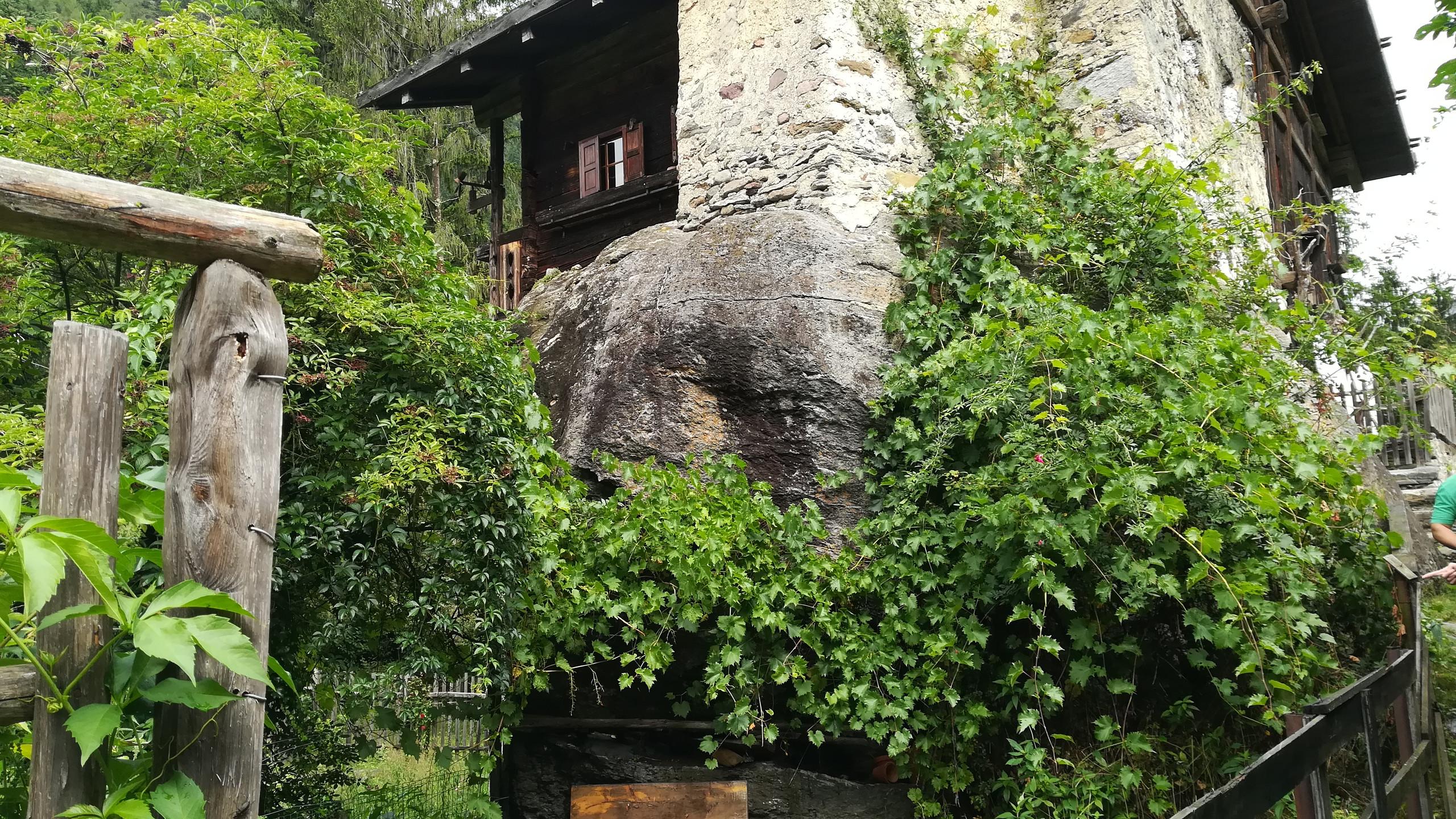 Val d'Ultimo, San Pancrazio - Casa sul masso