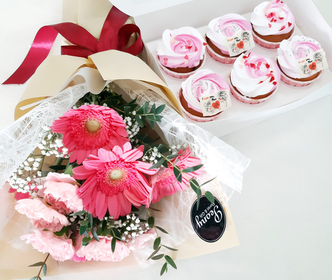 Bouquet A (small size) + Cupcake, RM136