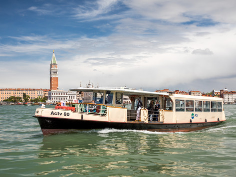 Italien - Venedig: Busfahren mal anders, mit dem Vaporetto durch die Kanäle