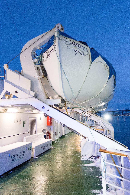 Rettungsboot der MS Lofoten von Hurtigruten im Hafen von Tromsö