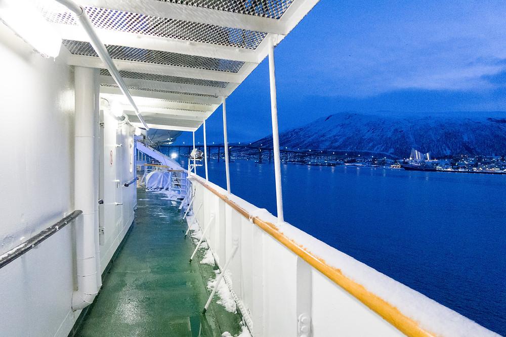 MS Lofoten von Hurtigruten im Hafen von Tromsö