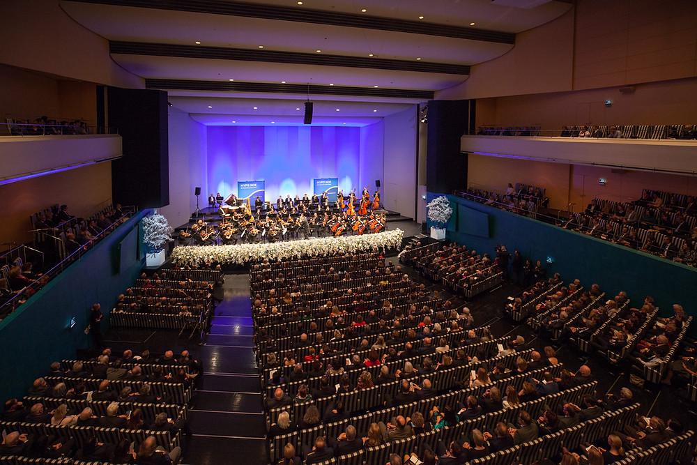 Hypo Neujahrskonzert im Festspielhaus St. Pölten unter dem Dirigenten Wolfgang Sobotka