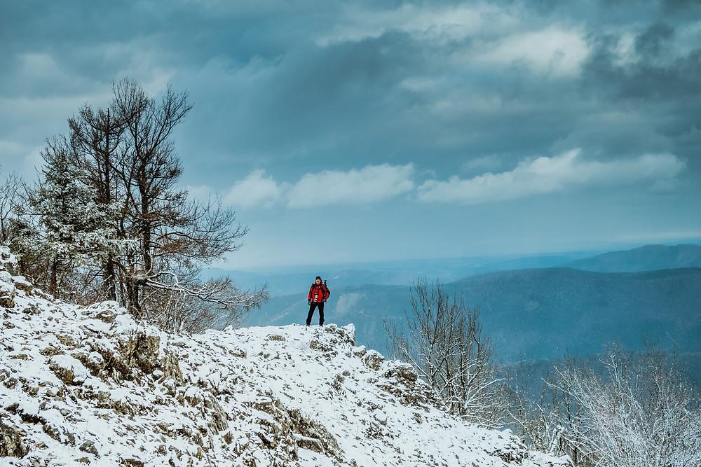 Gaisstein, Wienerwald, Wanderung, Wandern, Winterwandern, Niederösterreich, Winter, Berg, Schneewolken, Schneesturm, Gipfel, Gipfelsieg, einsamer Wanderer