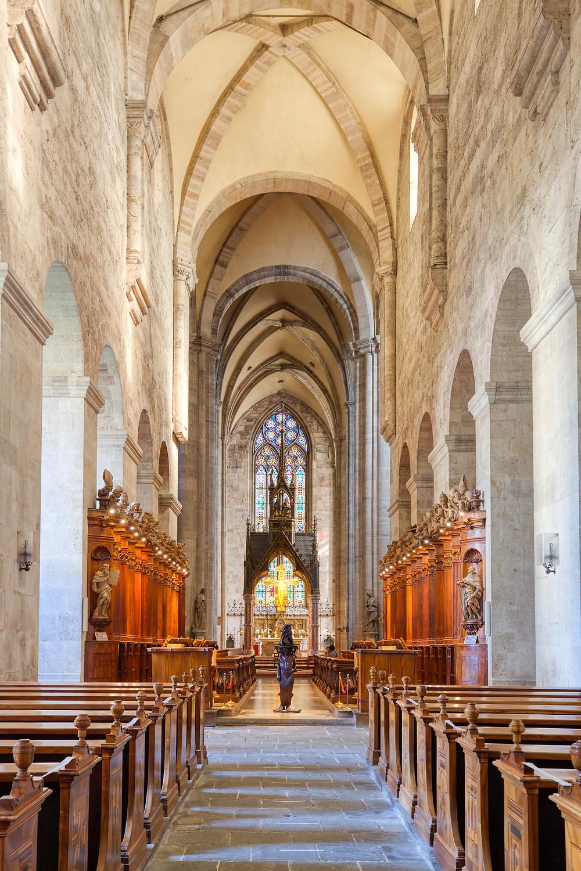 Stift Heiligenkreuz, Kloster Heiligenkreuz, Heiligenkreuz, Stift, Kloster, Kirche, Wallfahrtskirche, Wienerwald, Romanik, Gotik, Kirchenschiff, Gewölbe