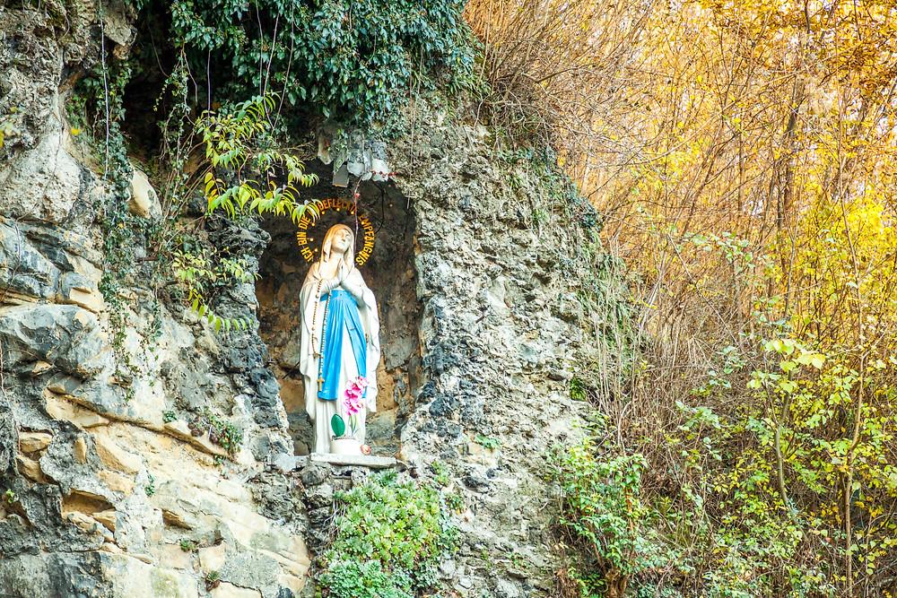 Wienerwald, Niederösterreich, Wandern, Wanderung, Ausflug, Wald, Rundwanderung, Wanderurlaub, Wanderreise, Lourdes-Grotte, Maria Gugging, Gugging