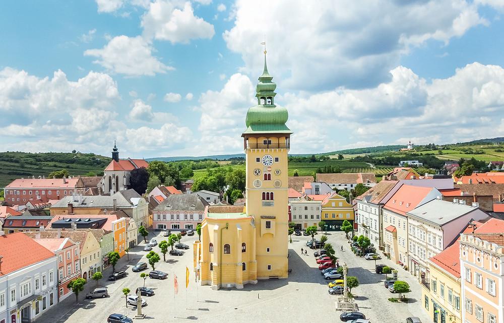 Retz, Retzer Windmühle, Windmühle, Weinviertel, Retzer Land, Wenzelsteg, Wandern, Wanderung, Ausflug, Niederösterreich, Retzer Hauptplatz, altes Rathaus