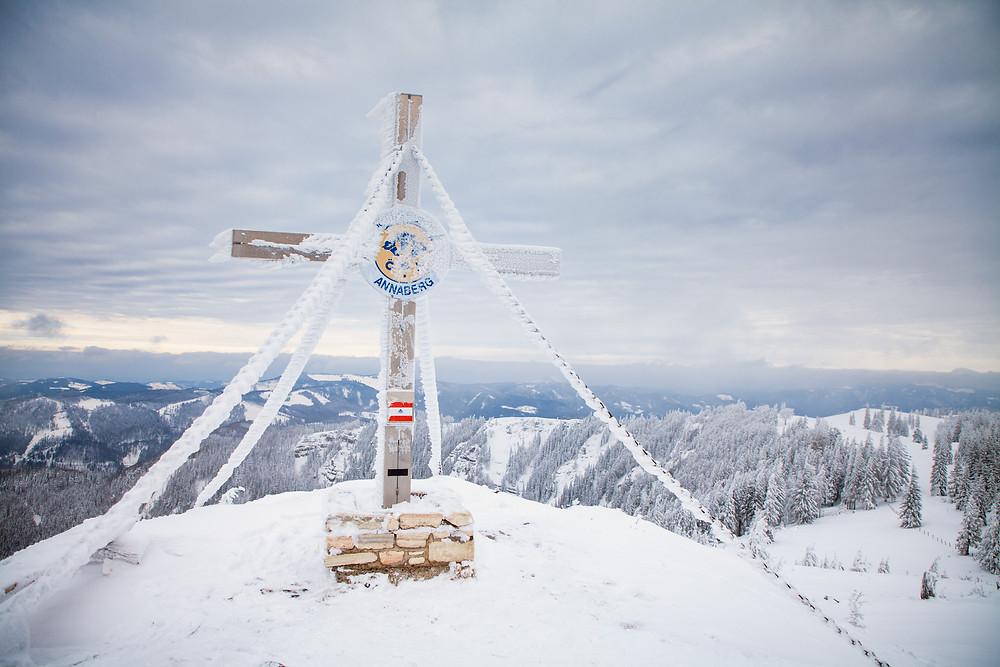 Gipfelkreuz, Gipfel. Tirolerkogel, Annaberghaus, Alpen, Wanderung, Wandern, Wanderweg, Winterwandaerung, Winterwandern, Schnee, Winterwald