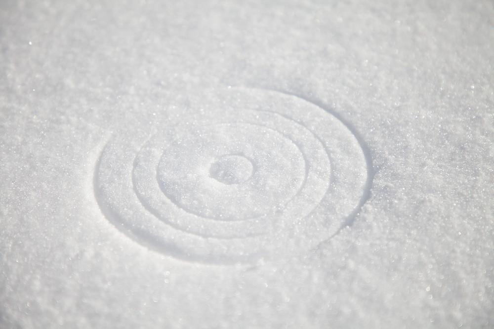 Abdruck am Schnee der Schneeschuhe von Manfrotto 230 (3255)