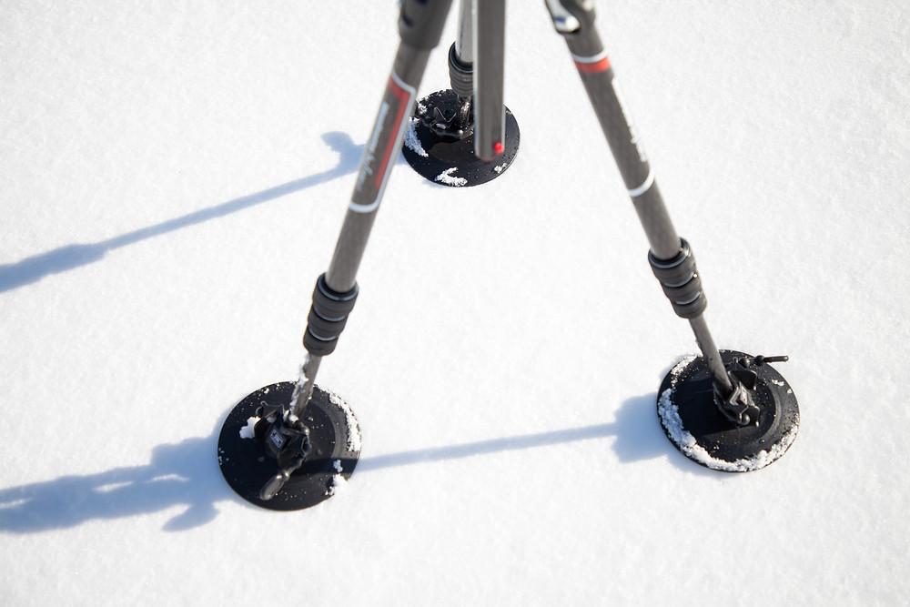 Schneeteller / Schneeschuhe / Sandschuhe von Manfrotto 230 (3255) auf am Manfrotto Befree GT XPRO Carbon auf Schnee