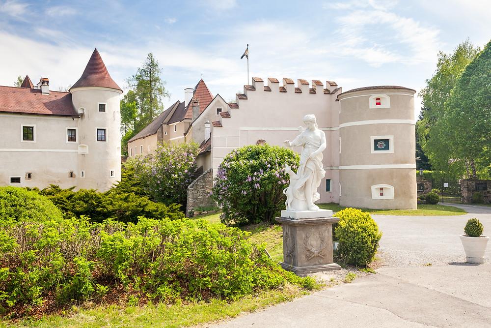 Schloss Waldreichs, Waldviertel, Niederösterreich, Niederösterreich Card, Ausflug, Greifvögel, Falknerei, Wandern, Wandertipp