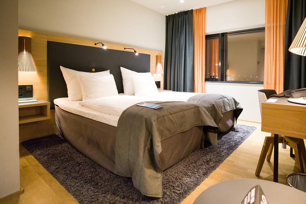 Doppelbett im Hotel Clarion the Edge in Tromsö Norwegen