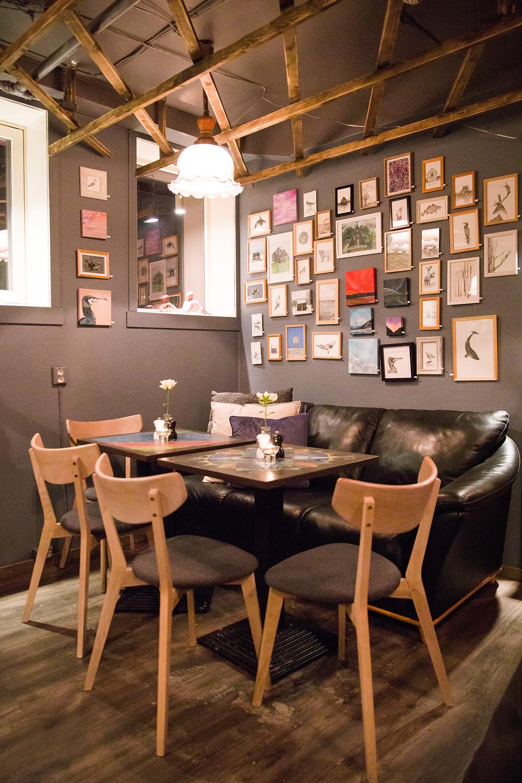 Gemälde im Art Café in Tromsö - der Lokal-Tipp