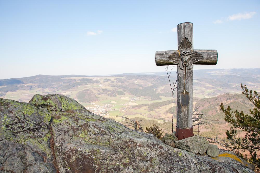 Gipfelkreuz, Katzenstein, Waldviertel, Niederösterreich, Gipfel, Wackelstein, Steinformation, Felsen, Granit, Aussichtspunkt, Wandern, Wanderung, Niederösterreich, Jesus
