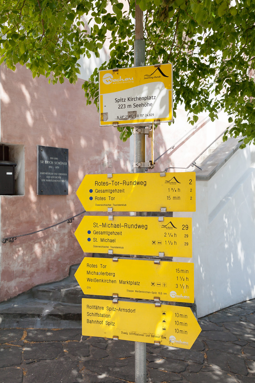 Wegweiser, Wachau, Welterbesteig, Wandern, Wanderwegweiser, Wanderweg, Wandertipp, Rotes Tor
