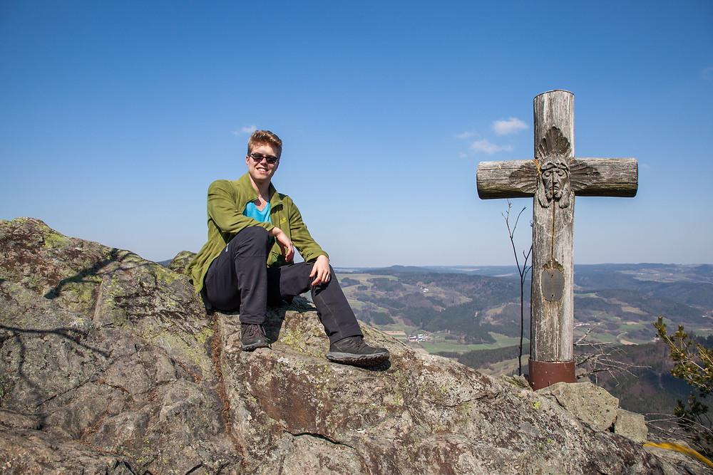 Katzenstein, Waldviertel, Niederösterreich, Gipfelkreuz, Wanderer, Wanderung, wandern, Aussicht