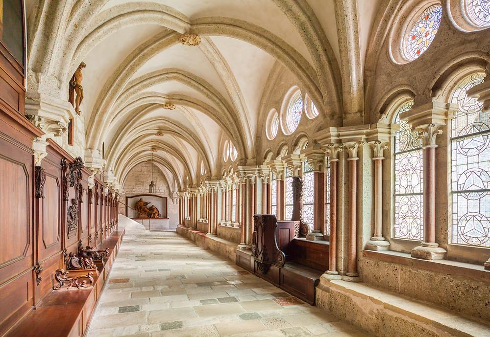 Stift Heiligenkreuz, Kloster Heiligenkreuz, Heiligenkreuz, Stift, Kloster, Kirche, Wallfahrtskirche, Wienerwald, Leseraum, Glasfenster, Glaskunst, Gotik, Kanzel