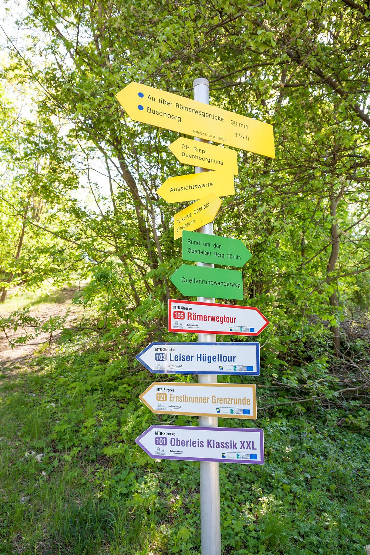 Wanderwegweiser, Buschberg, Leiser Berge, Weinviertel, Wandern, Niederösterreich, Wandertipp, Ausflug