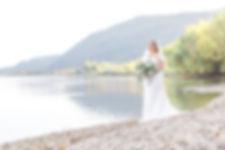 Curvy Bride an einem Donaustrand bei Wien