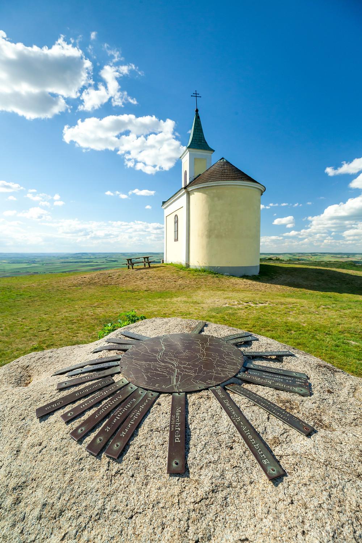 Michelberg, Goldenes Bründl, Weinviertel, Niederösterreich, Wandern, Wandertipp, Ausflug, Kapelle, Bergkapelle, Kirche