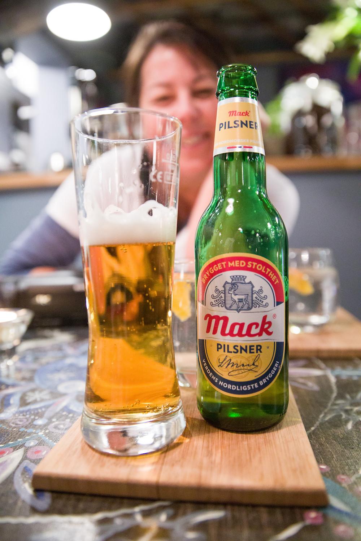 die nördlichste Brauerei der Welt: Mack Bier im Art Café
