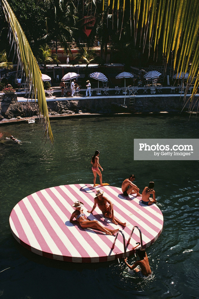 The Bureau chases the Artist, Slim Aarons, and the Jet Set Life.  Learns Life Lessons.