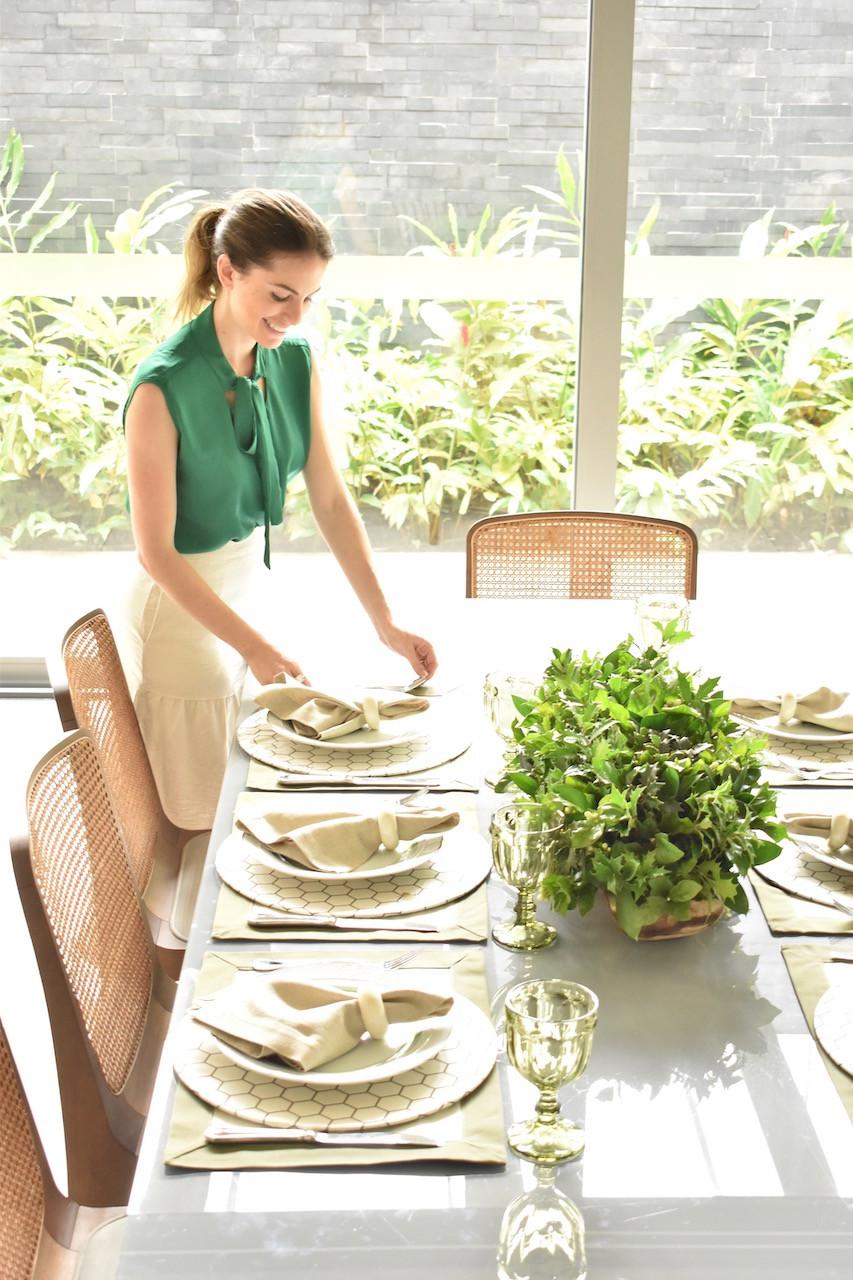 Mesa Posta nas cores verde e branco
