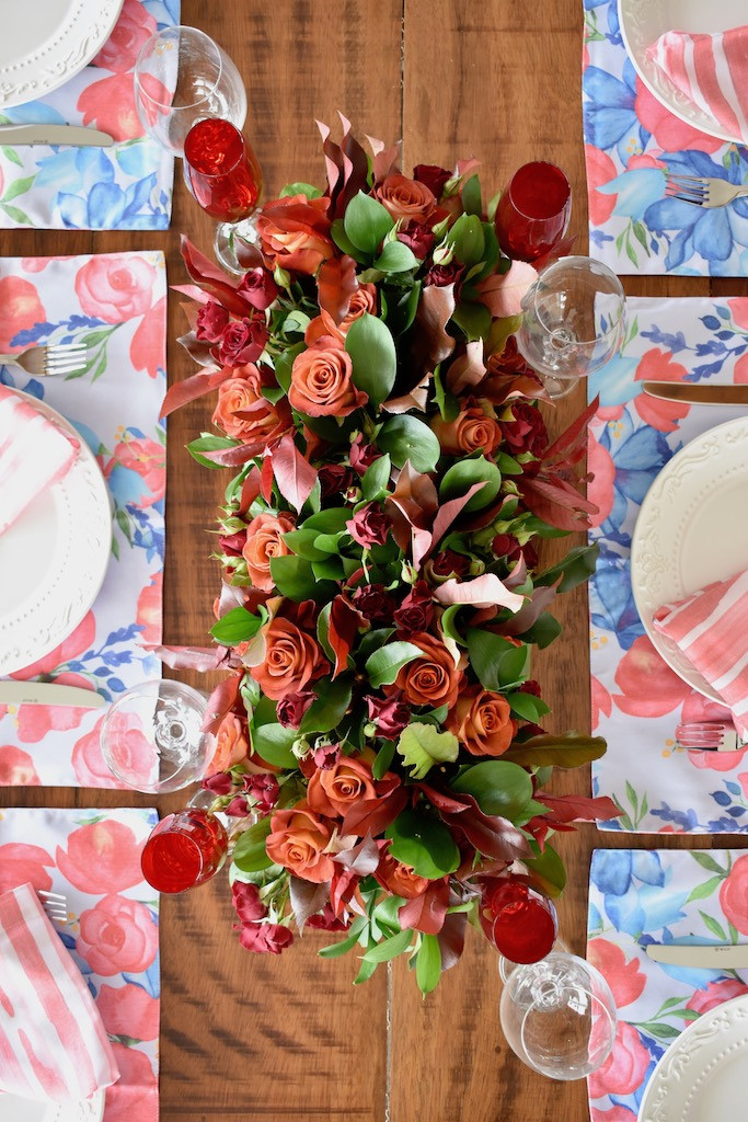 Arranjo de flores para mesa posta