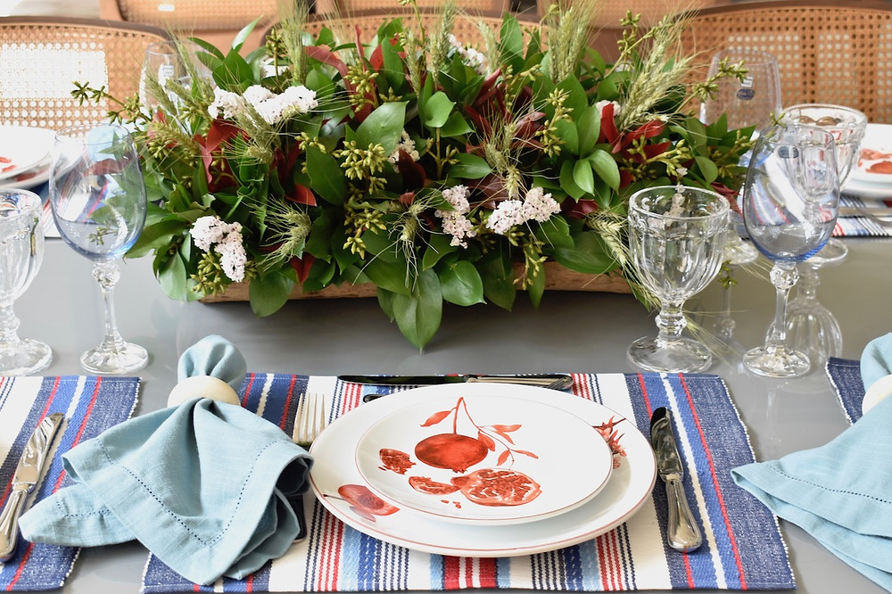 Como combinar pratos estampados na mesa posta