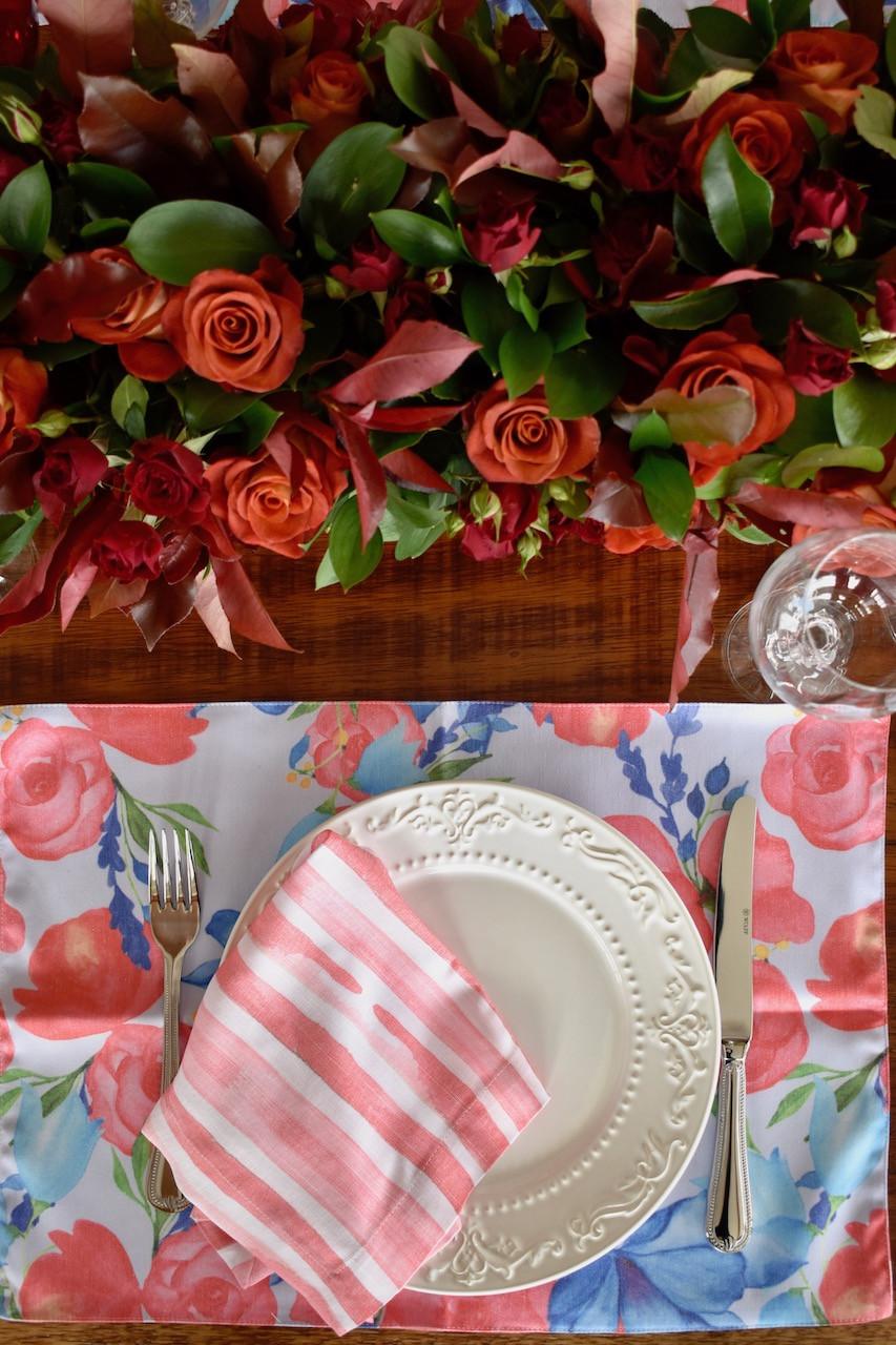 Mesa posta de jantar para o dia dos namorados