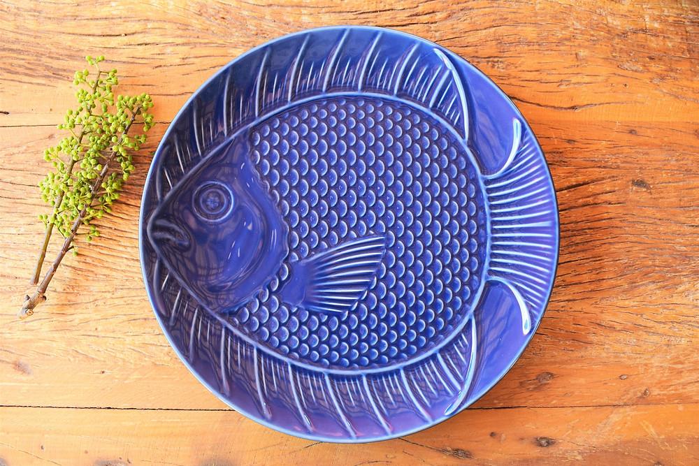 Conjunto com 06 pratos rasos em formato de peixe