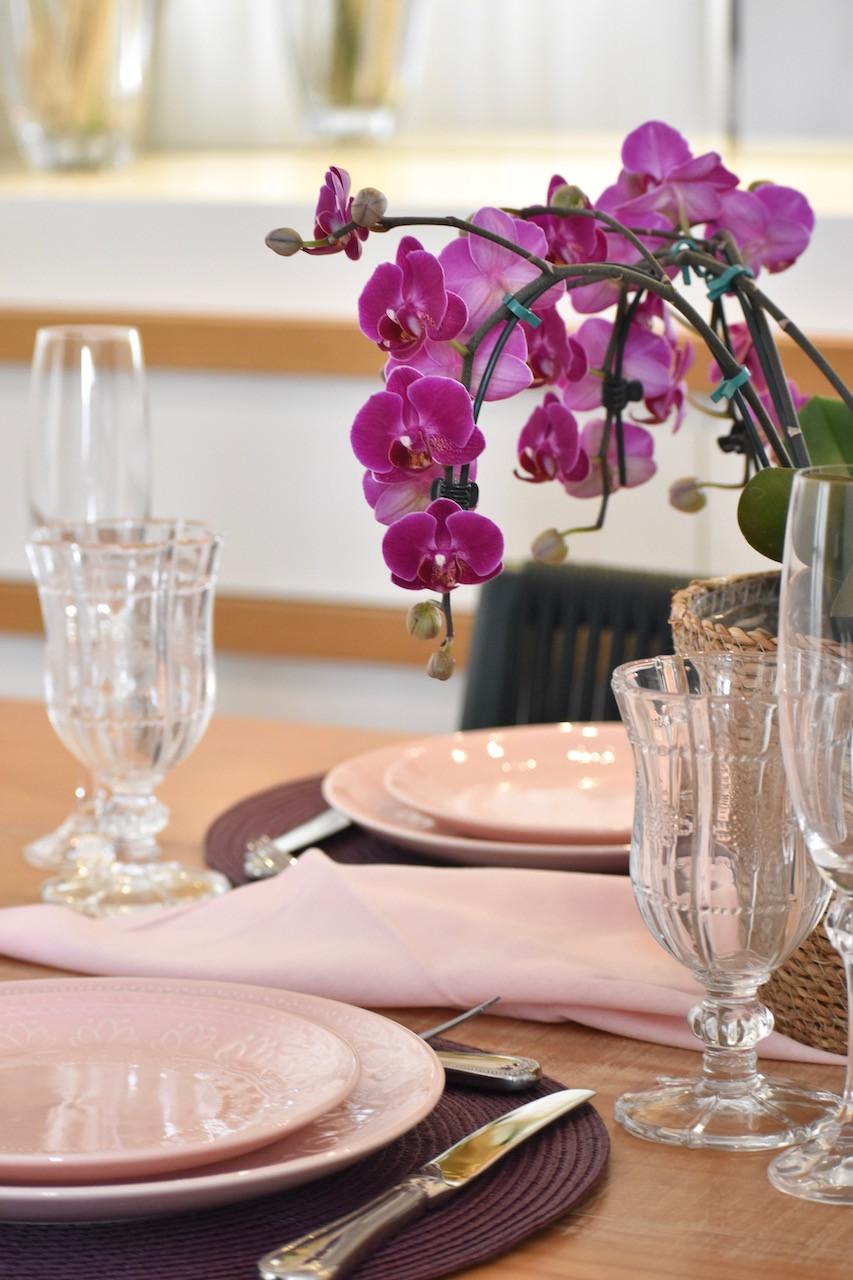 Arranjo para mesa posta com orquídea