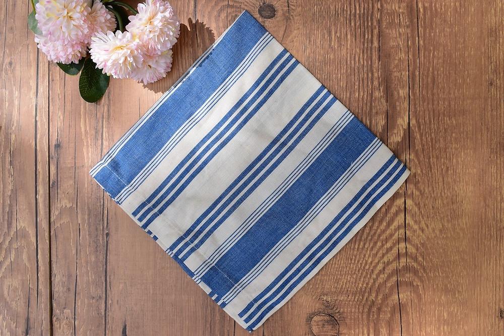 Guardanapo de algodão listrado azul e branco