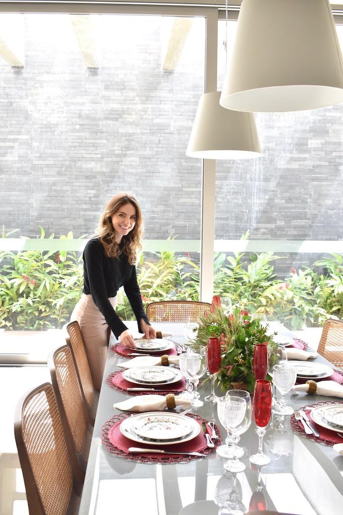 Montar a mesa para reunir a família e os amigos é uma forma de compartilhar amor.