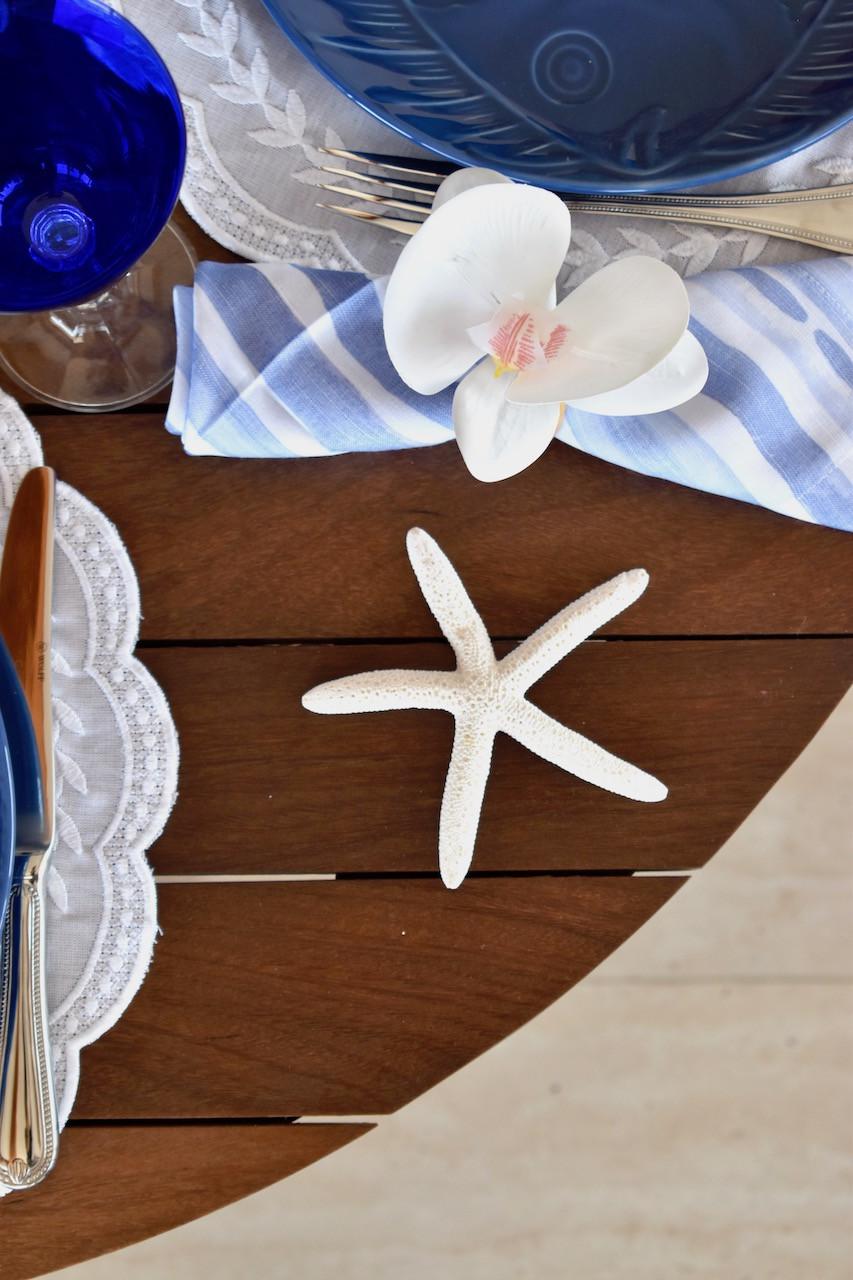 Detalhes do Porta Guardanapo de Orquidea Branco na mesa posta