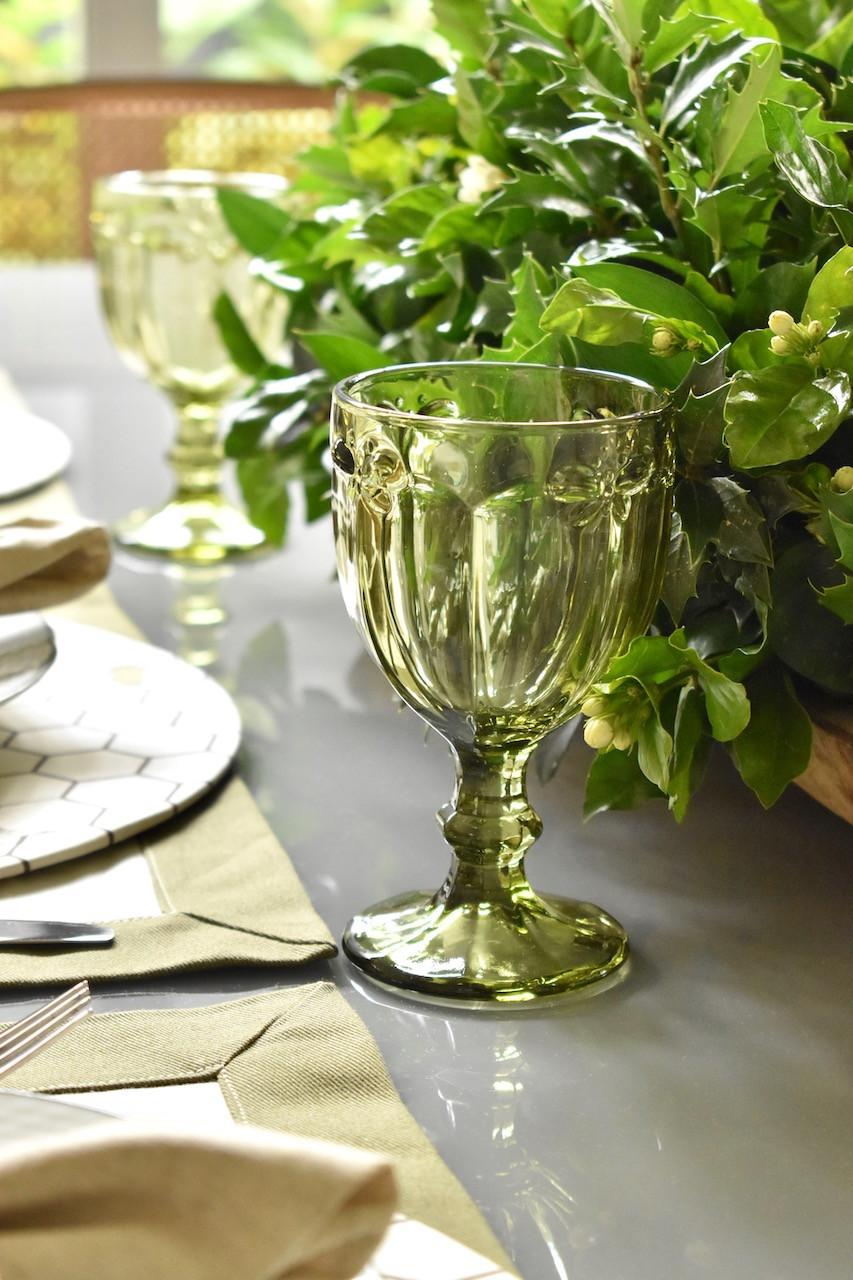 Taça de Vidro Verde com Detalhes de Libelula e Borboleta