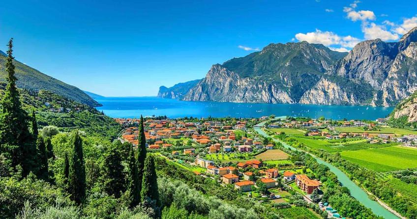 Villas in Lake Garda with pool