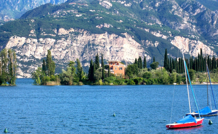Lake House Real Estate