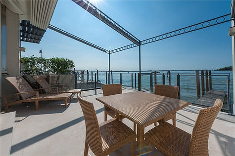 Venice Waterfront Apartment For Sale